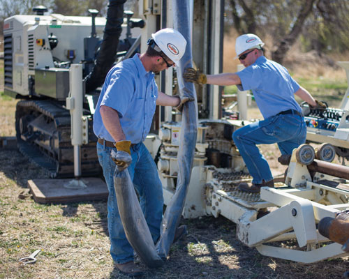 Outriggers add stability to the 8150LS sonic drilling rig