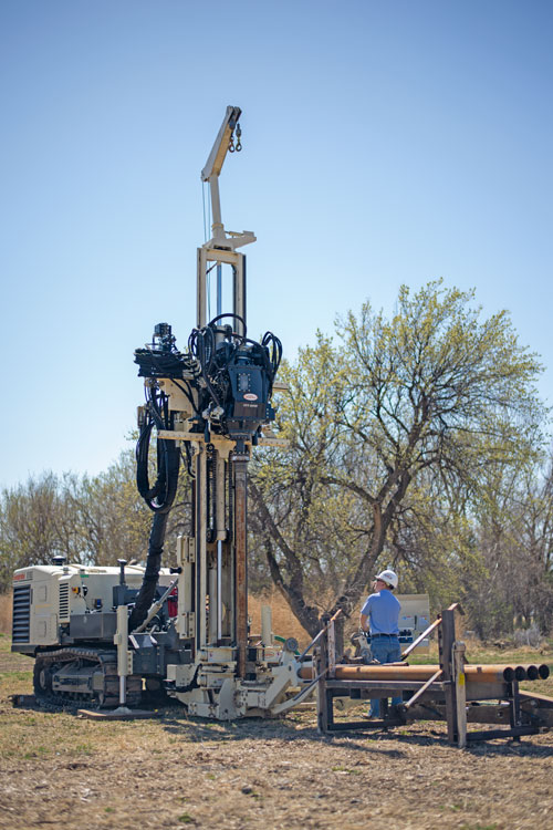 Adding the optional indexing rack combined with rod loader amplifies safety and ease of running the 8150LS sonic drilling rig.
